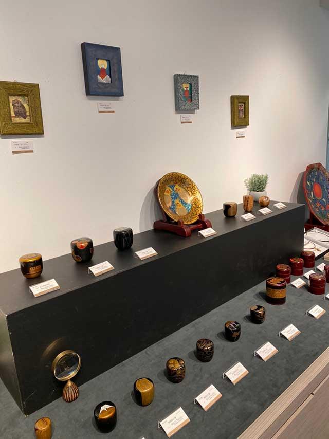 東武池袋百貨店で蒔絵の棗や漆絵を展示をしている写真
